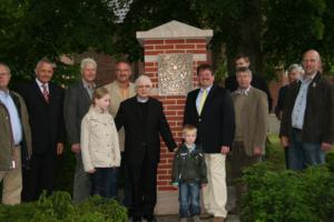 2008-Stele im Dorfzentrum (1)
