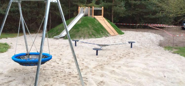 Spielplatz im Harkebrügger Wald – Fertig, jetzt kann endlich wieder gespielt werden