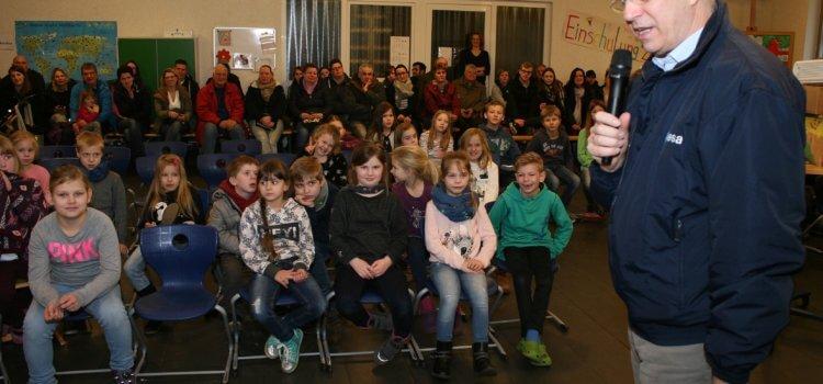 Astronaut Thomas Reiter zu Besuch in der Junker-Harke-Grundschule
