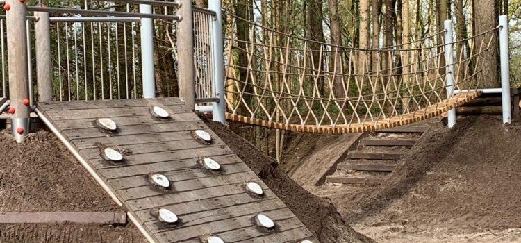 Waldspielplatz – Erweitert um neue Hängebrücke