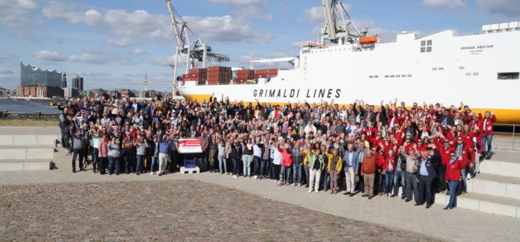 Mit mehr als 300 Personen nach Hamburg